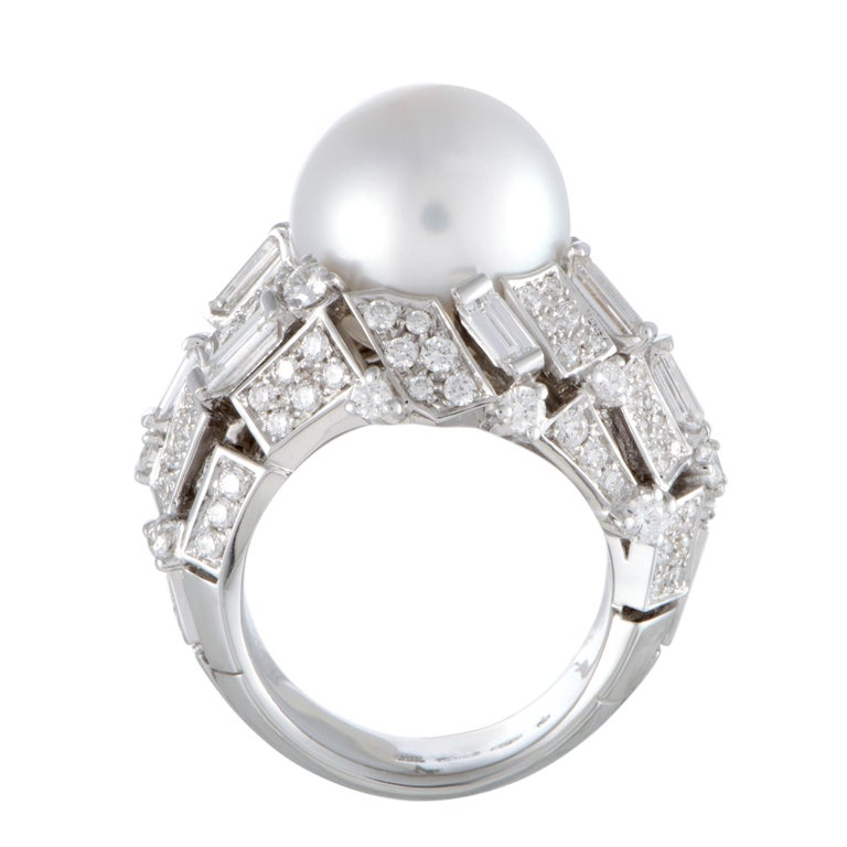 Sublime elegance and refined extravagance are embodied in this spectacular ring that boasts an incredibly eye-catching design topped off with irresistibly lustrous décor. The ring is presented by Mikimoto and it is masterfully crafted from