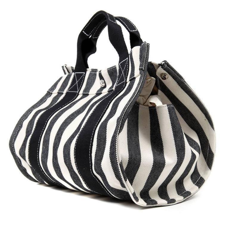 Hermes Black and White Striped Canvas Tote with pochette In Excellent Condition For Sale In Palm Beach, FL