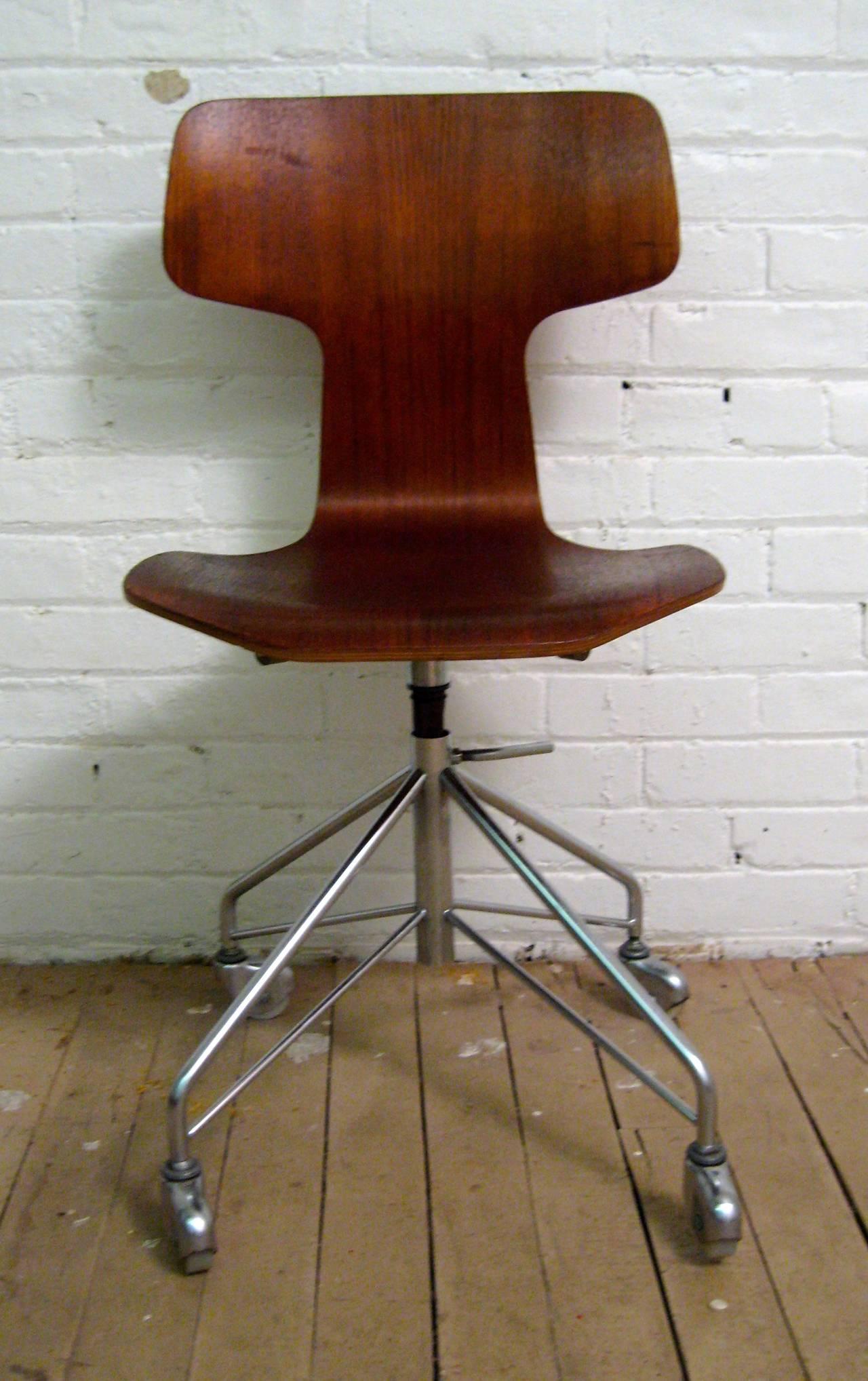 Mid Century Modern Arne Jacobsen For Fritz Hansen Teak Desk Chair Model 3103