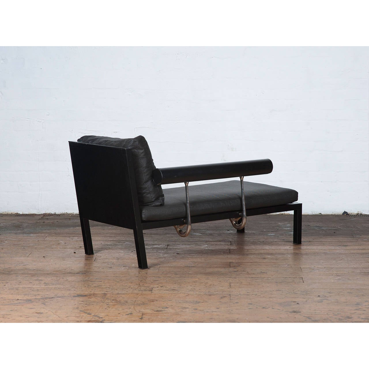 1980s black leather chaise longue by antonio citterio for for Chaise longue leather