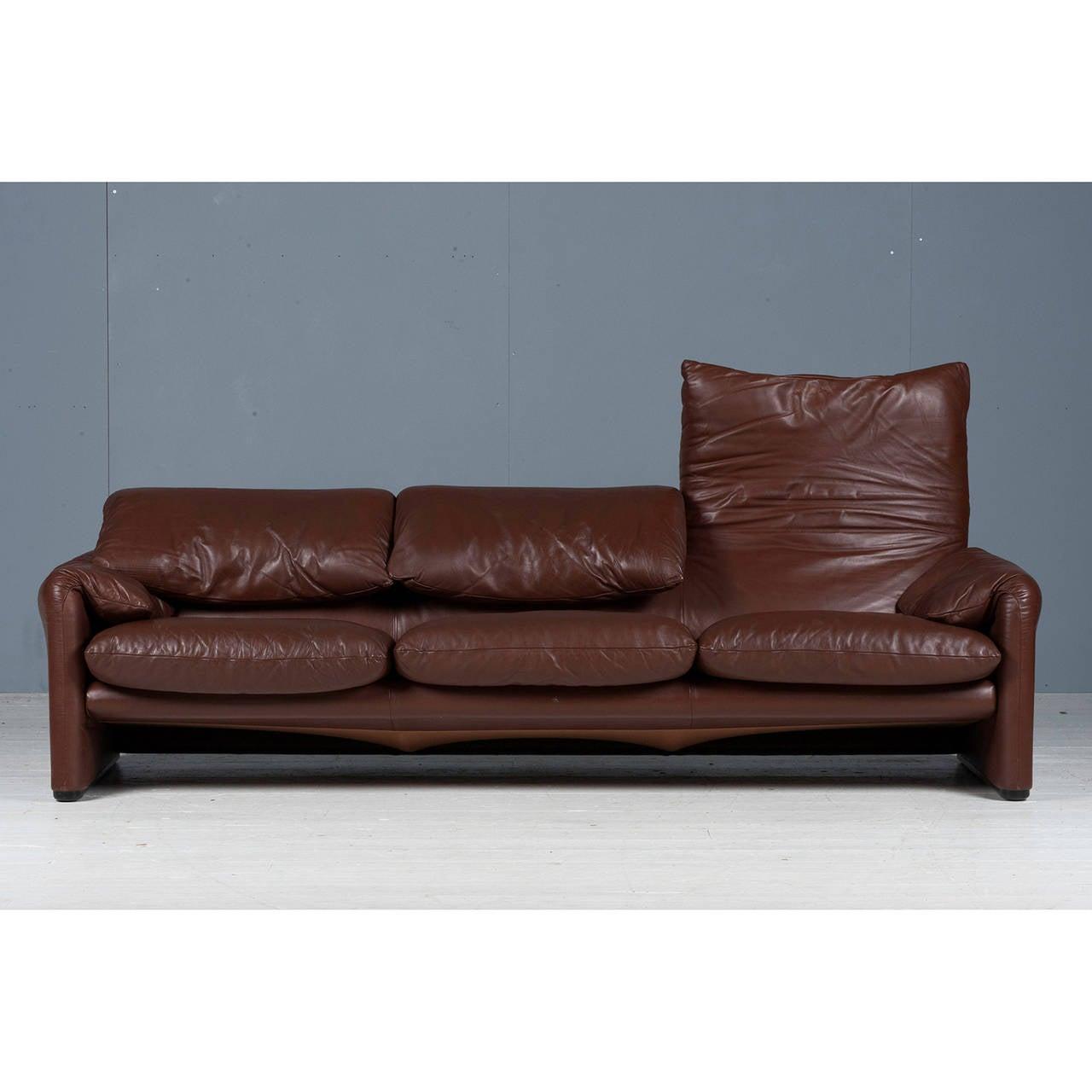Maralunga three seat sofa by vico magistretti for cassina for Cassina italy