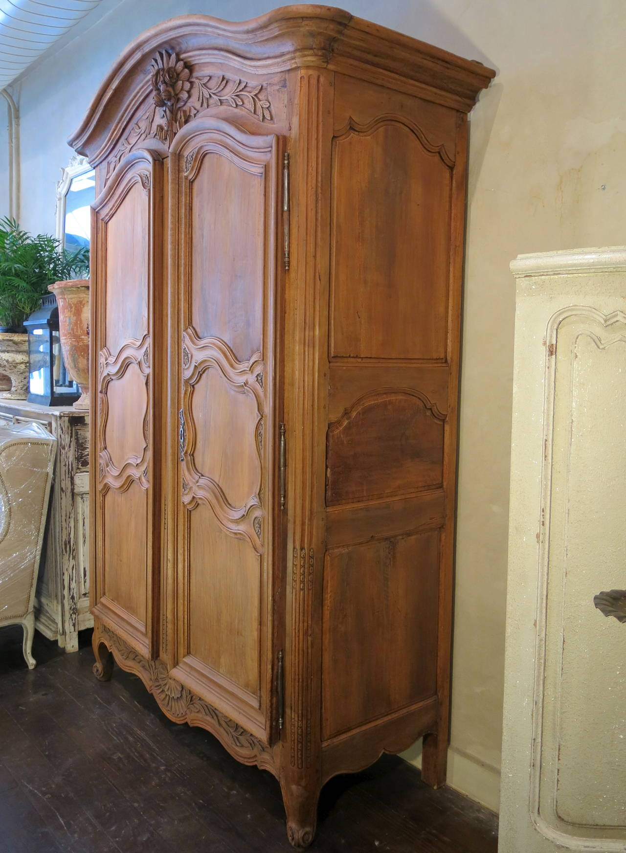 18th century period regence louis xv grand walnut armoire. Black Bedroom Furniture Sets. Home Design Ideas