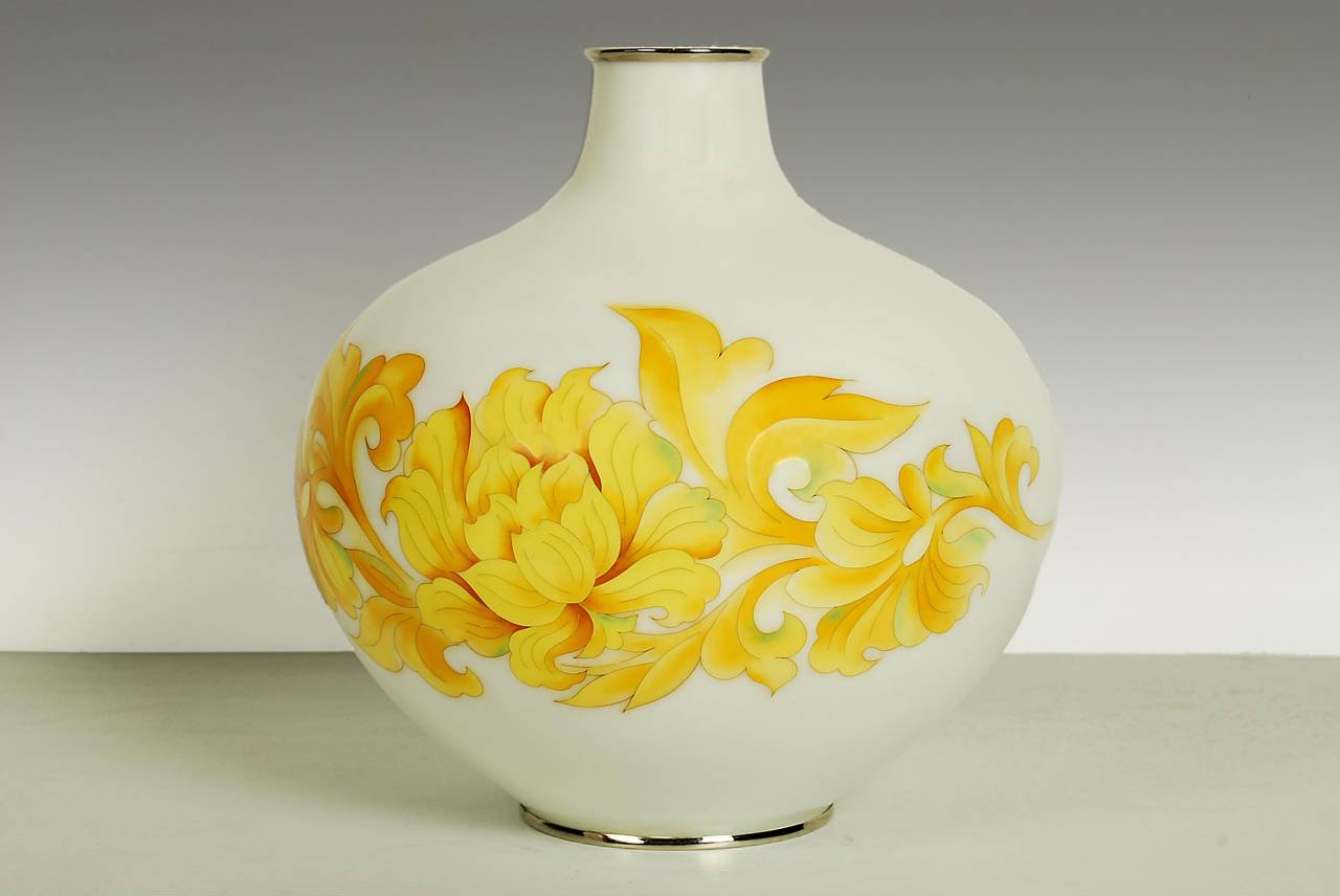 Vintage japanese ando cloisonne vase 20th century for sale at 1stdibs japanese cloisonne vase with a stylized peony on a white ground signed ando on base reviewsmspy