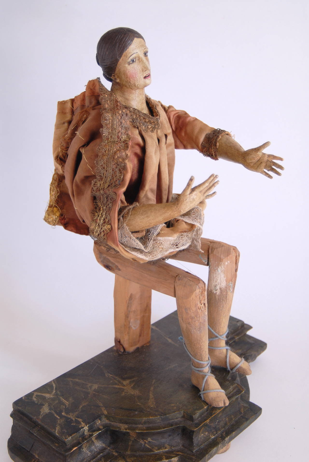19th Century Italian Nativity Female Figure For Sale 2