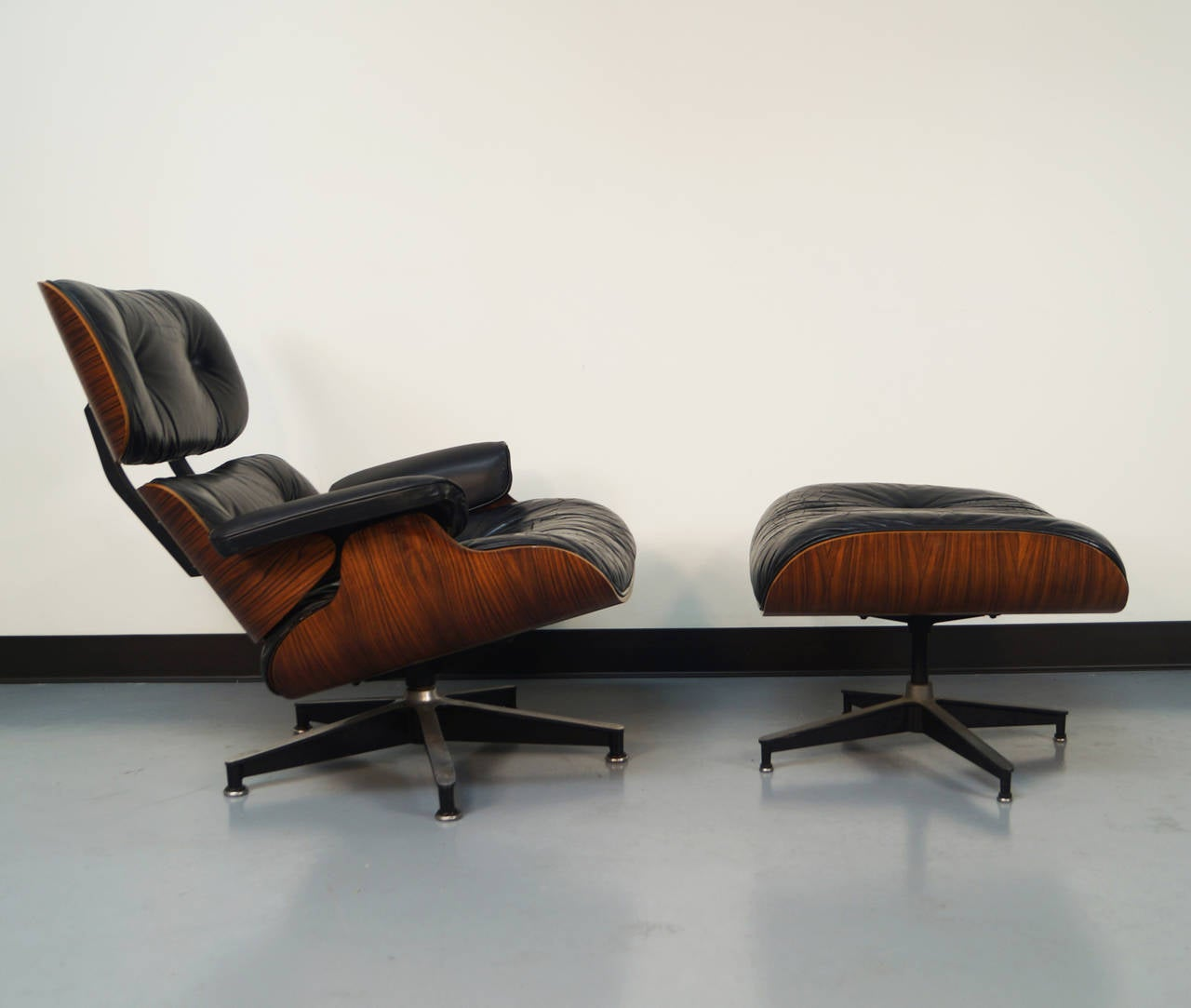 rosewood charles eames lounge chair and ottoman for herman miller at 1stdibs. Black Bedroom Furniture Sets. Home Design Ideas
