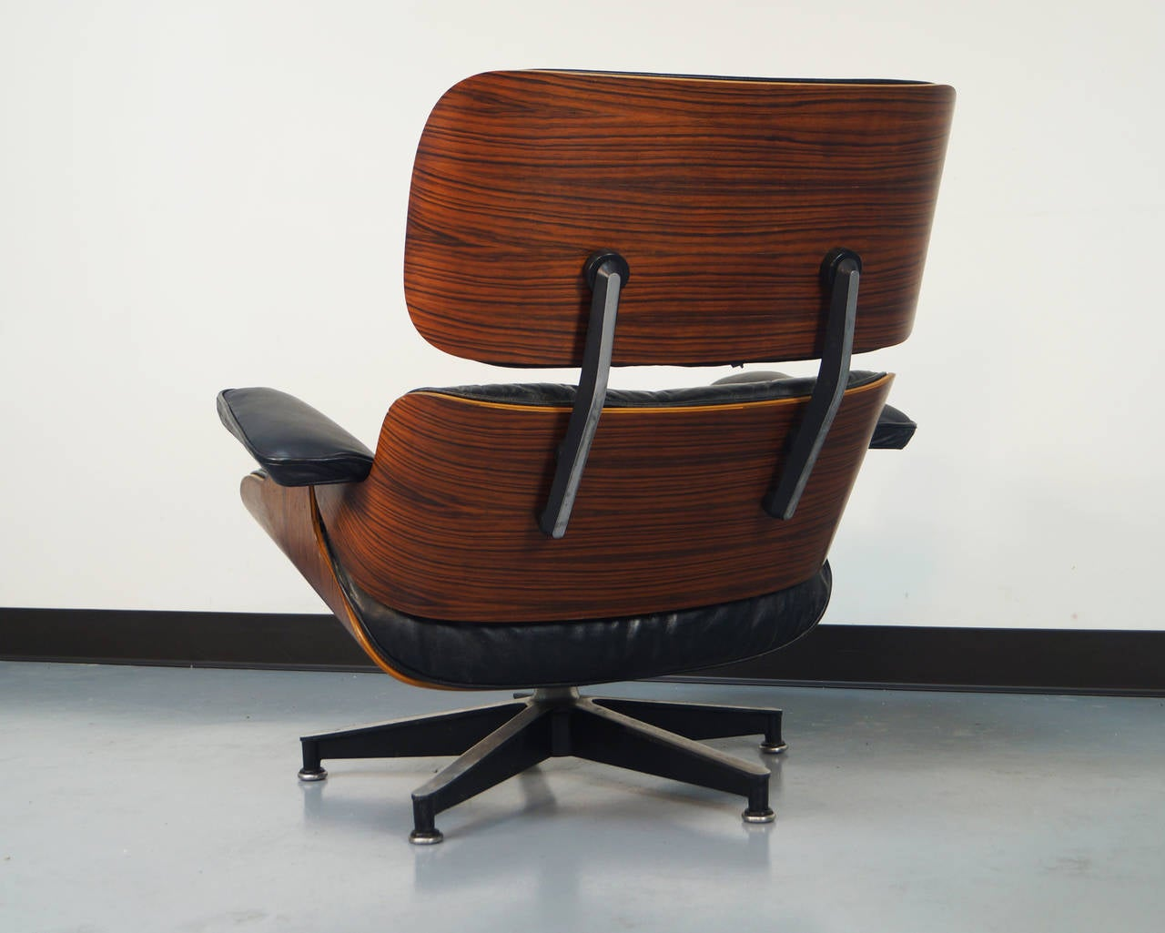 Rosewood charles eames lounge chair and ottoman for herman miller at 1stdibs - Eames chair herman miller ...