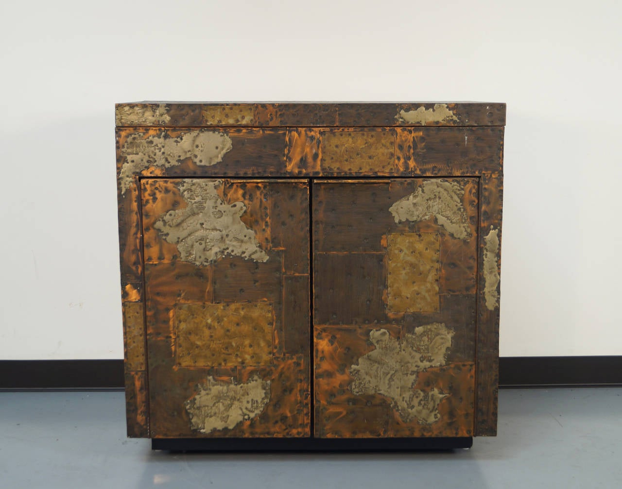 Exceptional Patchwork Flip-Top Bar Cabinet by Paul Evans In Good Condition For Sale In Burbank, CA