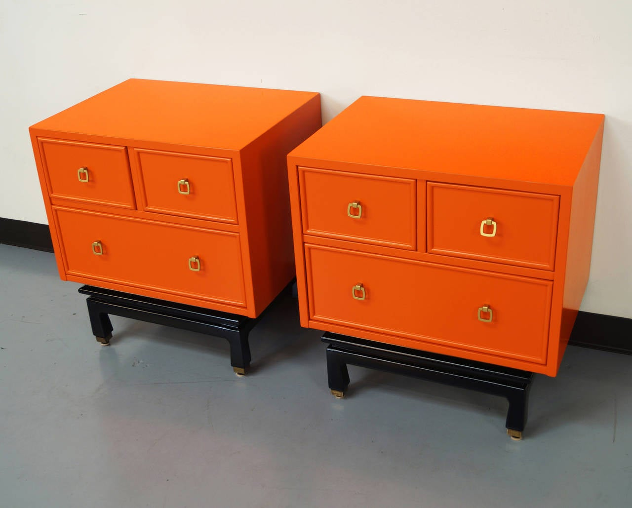 Vintage lacquered nightstands by american of martinsville for American martinsville bedroom furniture