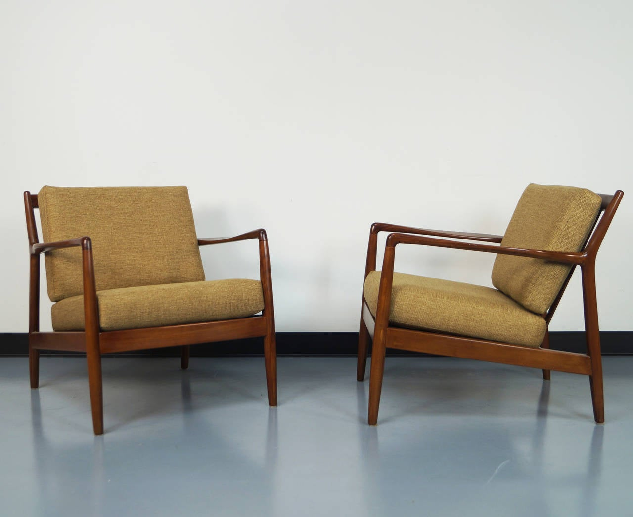 Mid century lounge chair by folke ohlsson at 1stdibs for Modern lounge furniture