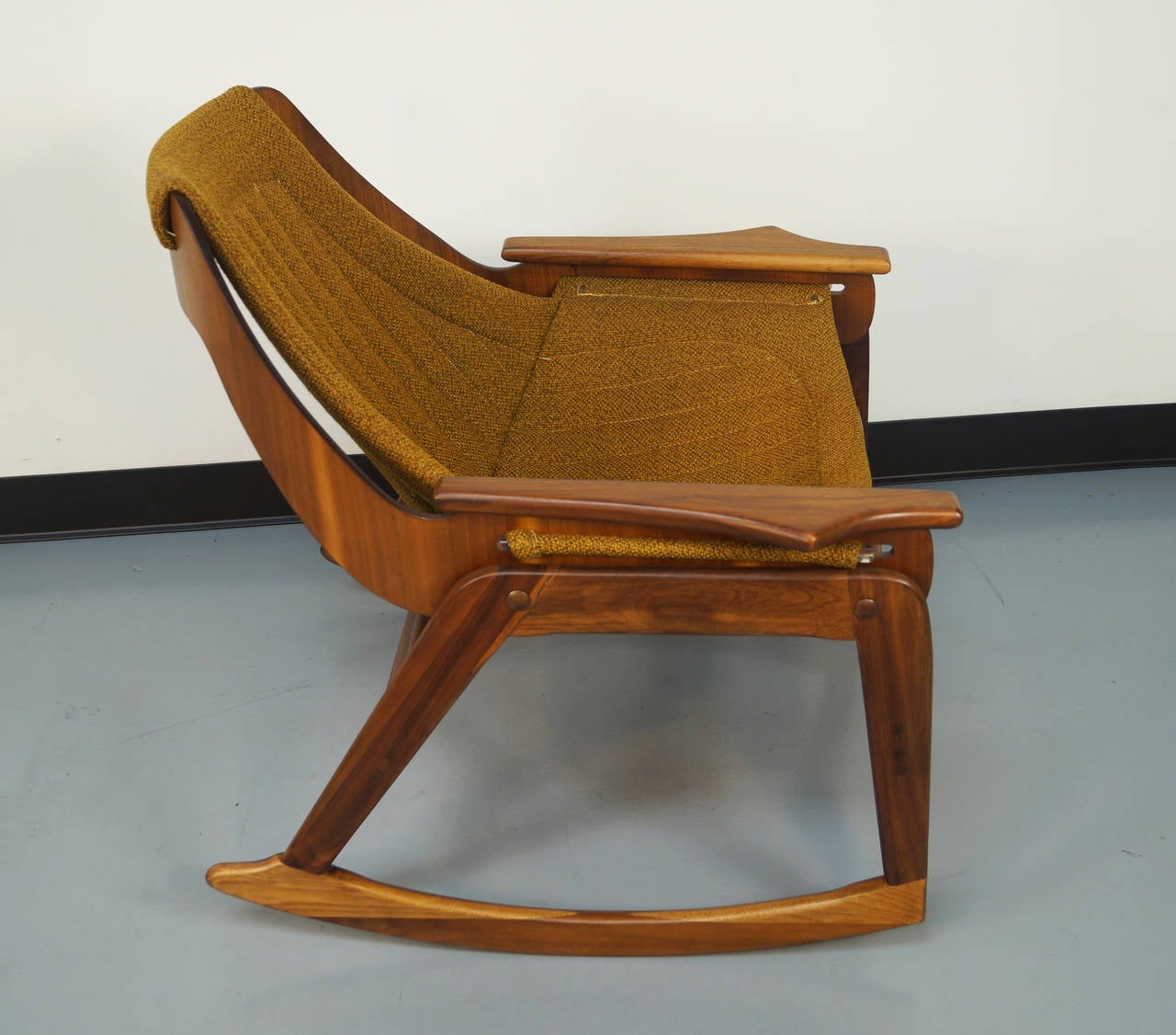 Attrayant Mid Century Modern Sling Rocking Chair By Jerry Johnson For Sale
