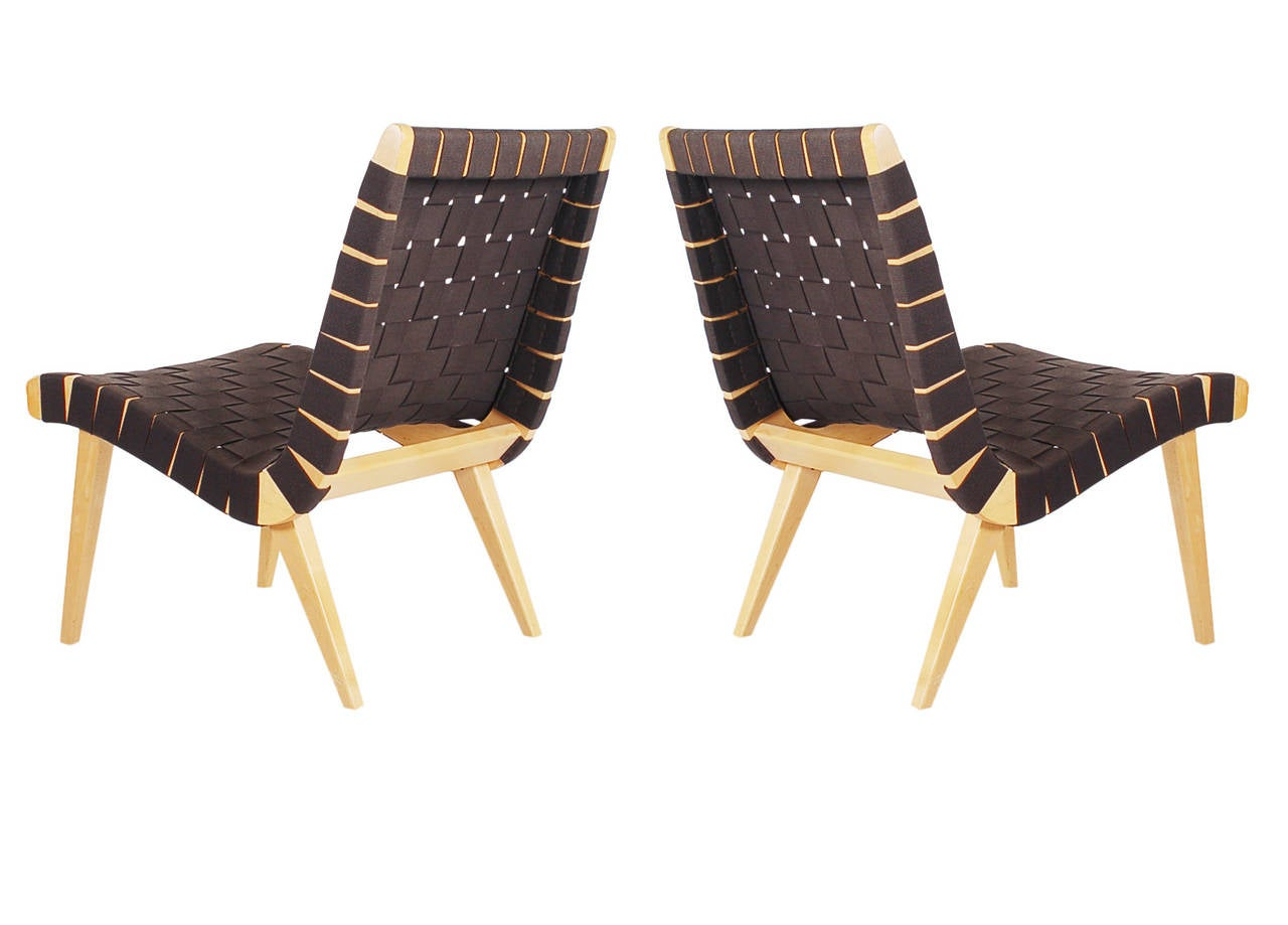 Matching pair of jens risom for knoll webbed lounge chairs for Matching lounge furniture