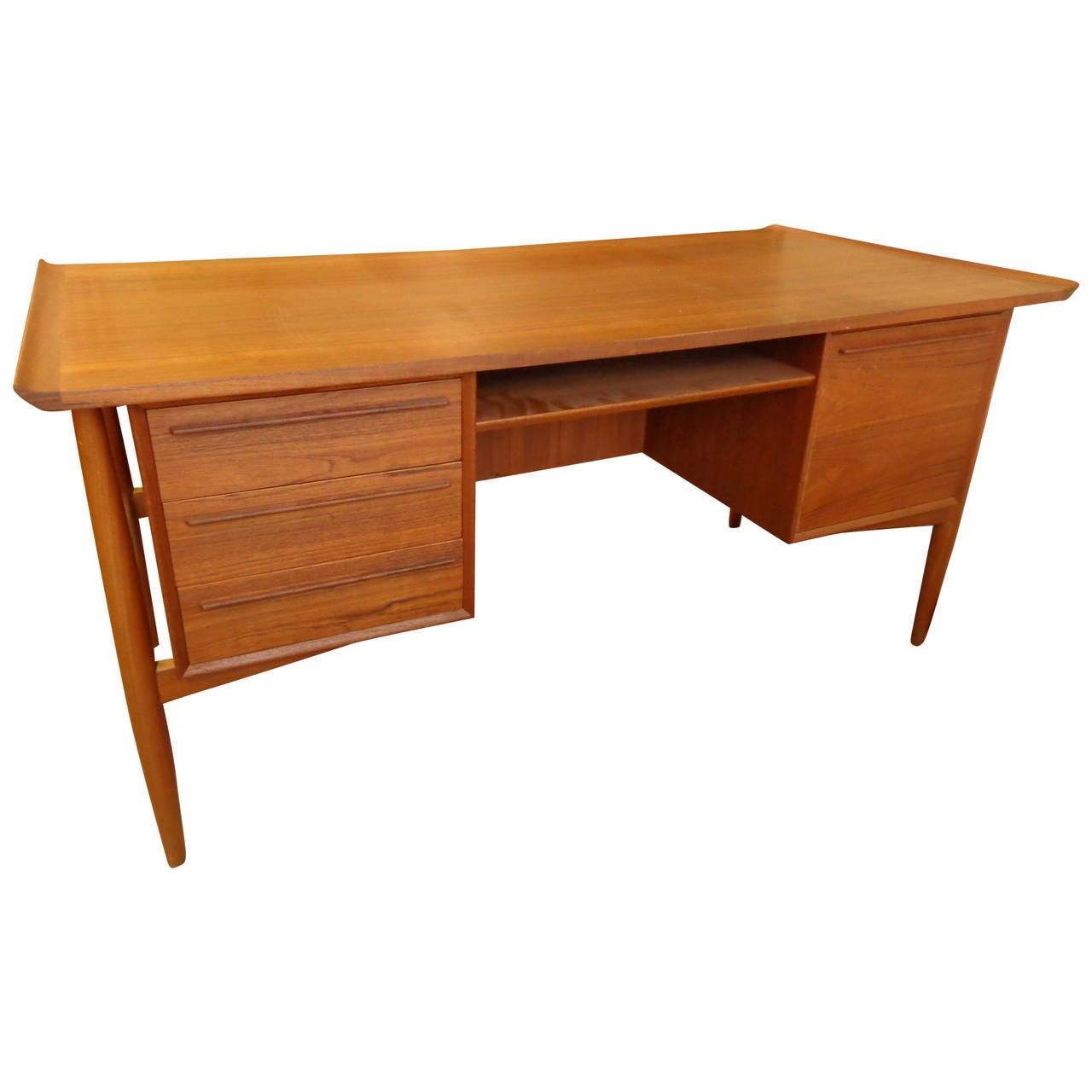 Arne Vodder Teak Desk For Sale at 1stdibs