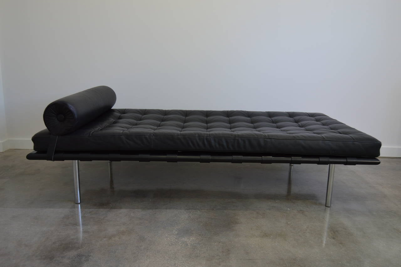 mies van der rohe black leather barcelona day bed knoll furniture. Black Bedroom Furniture Sets. Home Design Ideas