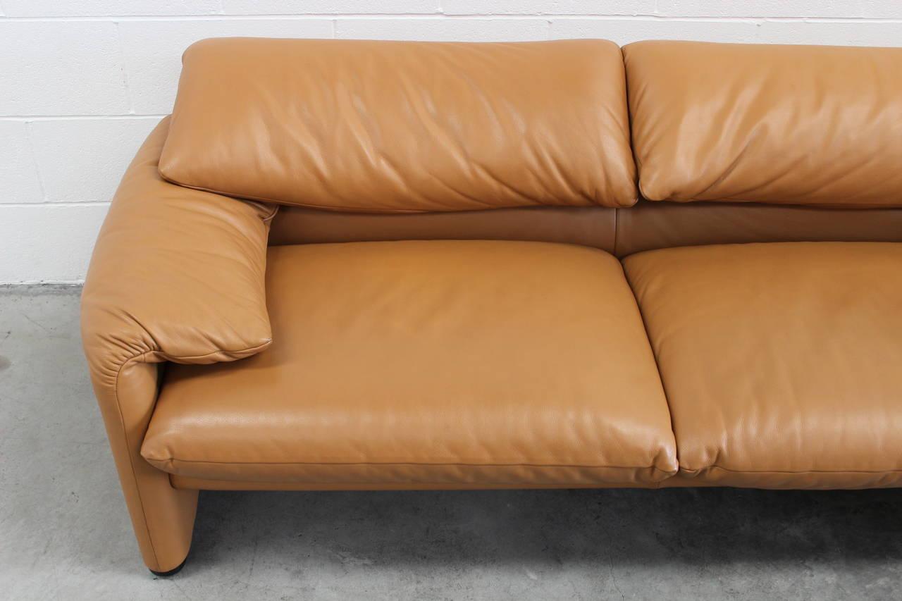 Cassina 675 maralunga two seat sofa by vico magistretti for Sofa 8 cassina