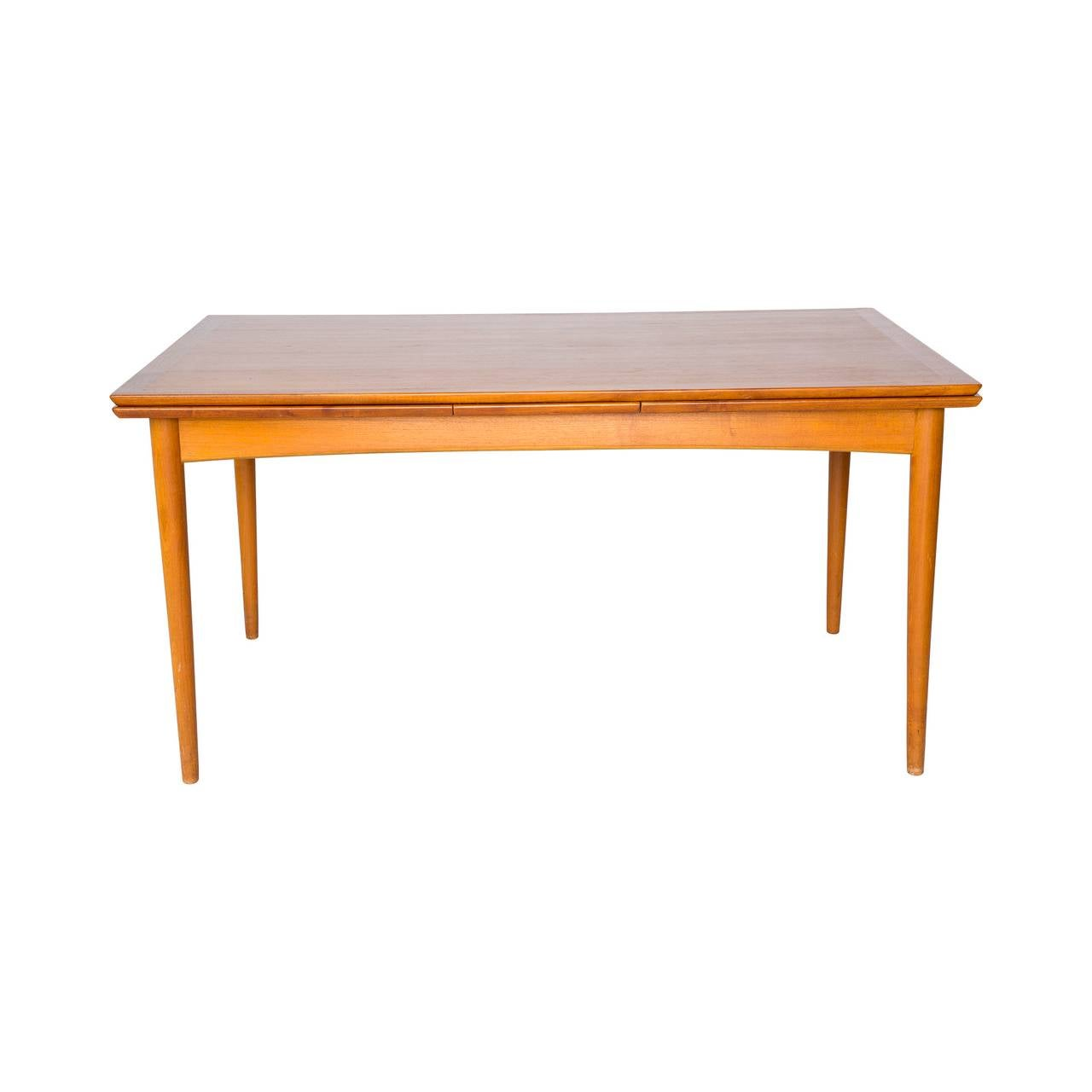 Danish modern expandable teak dining table at 1stdibs for Danish modern dining room table