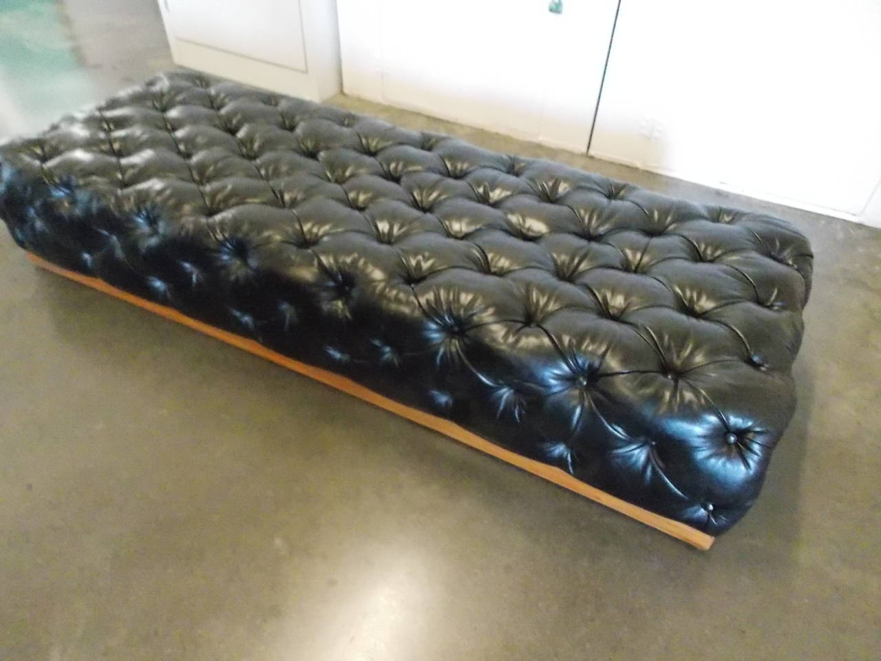 seating modern bench id benches or chesterfield for f daybed leather milo mid l century sale at baughman furniture