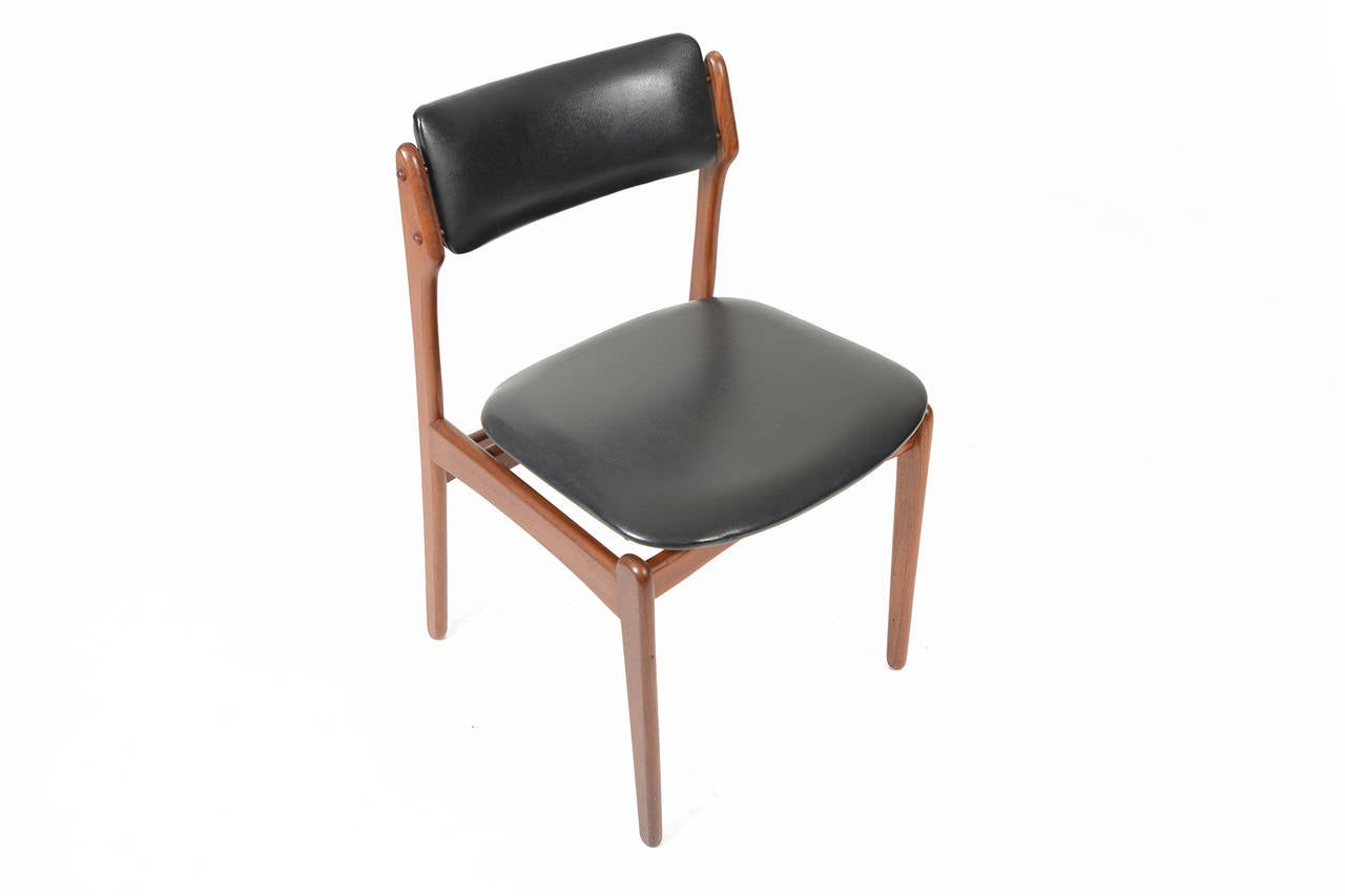 Set of Four Erik Buck Dining Chairs in Teak and Black  : DSC1037l from www.1stdibs.com size 1280 x 853 jpeg 30kB