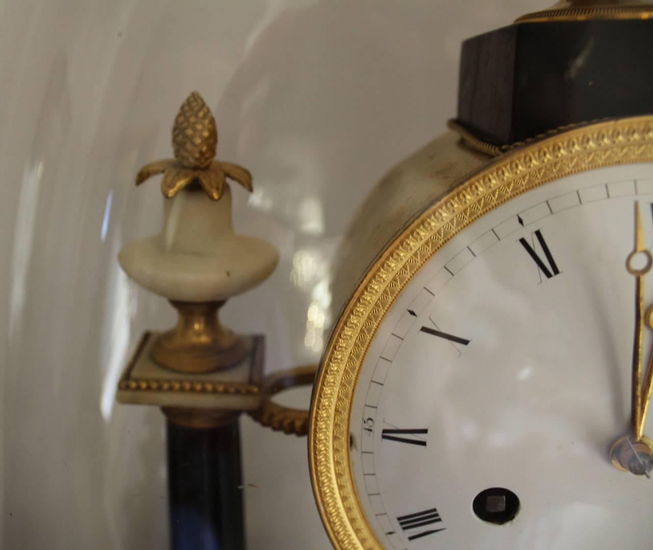 French Empire Period Marble and Ormolu Clock, Early 19th Century For Sale 4