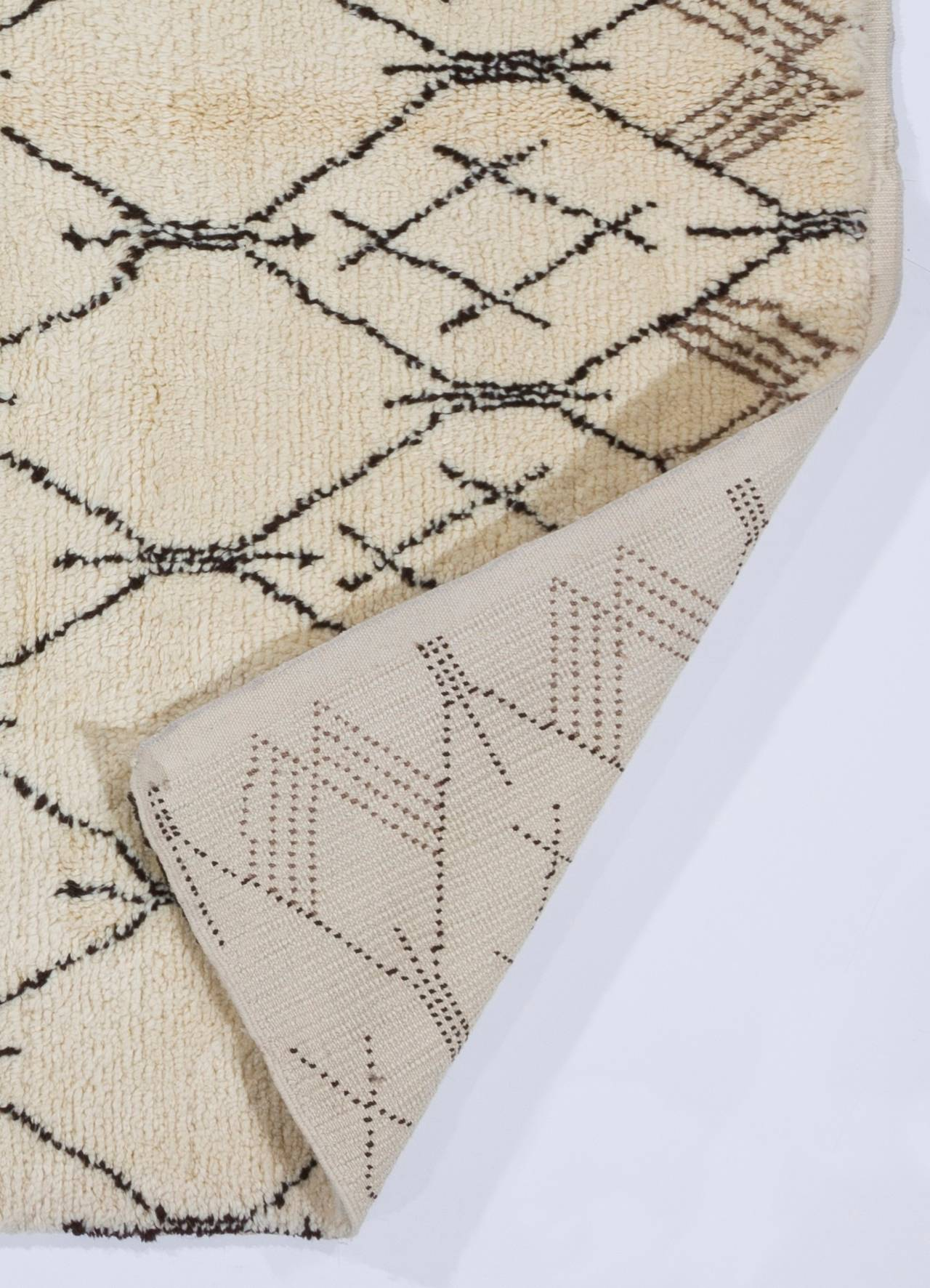 Modern Contemporary Moroccan Design Wool Rug For Sale