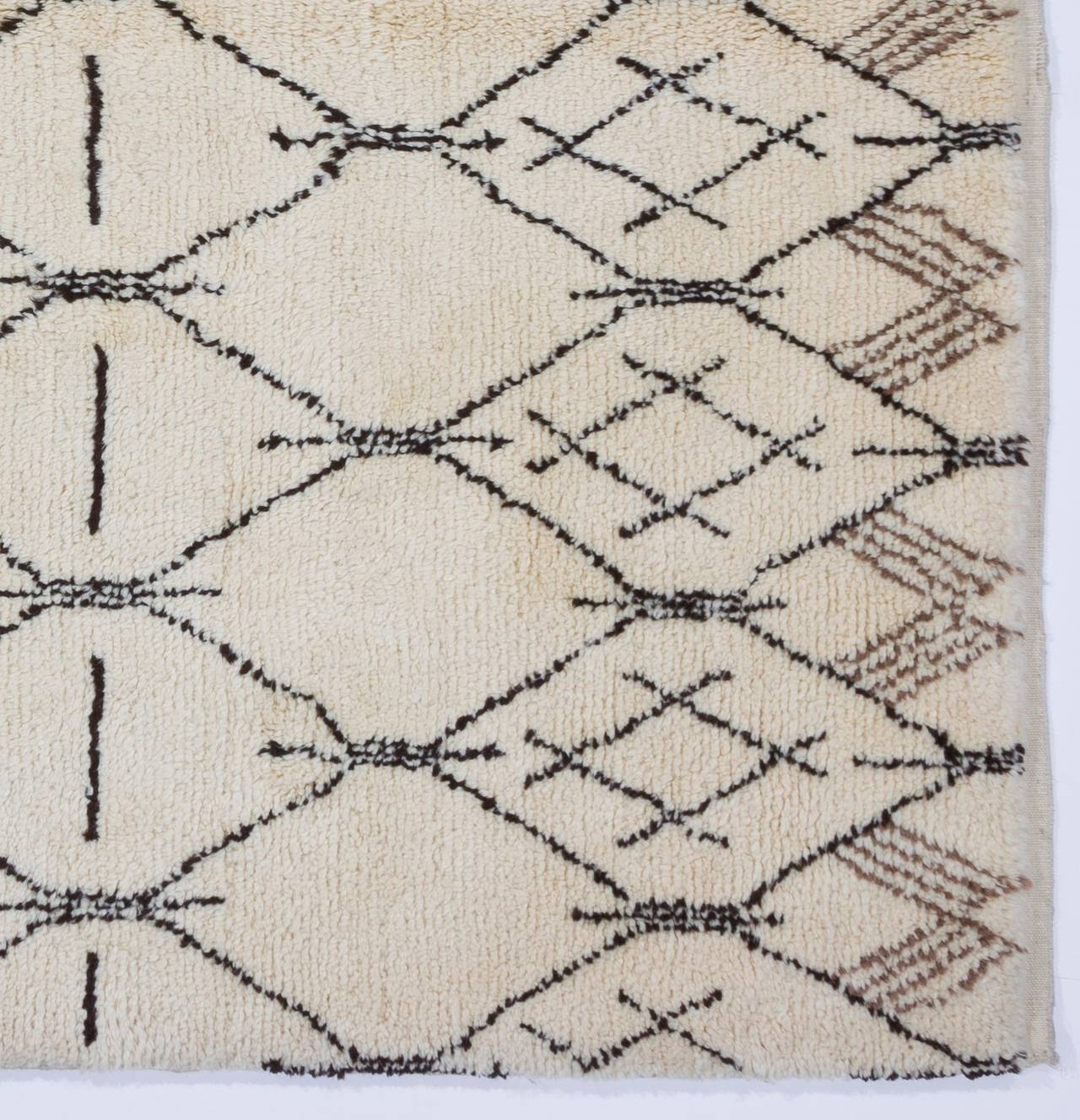 Hand-Knotted Contemporary Moroccan Design Wool Rug For Sale