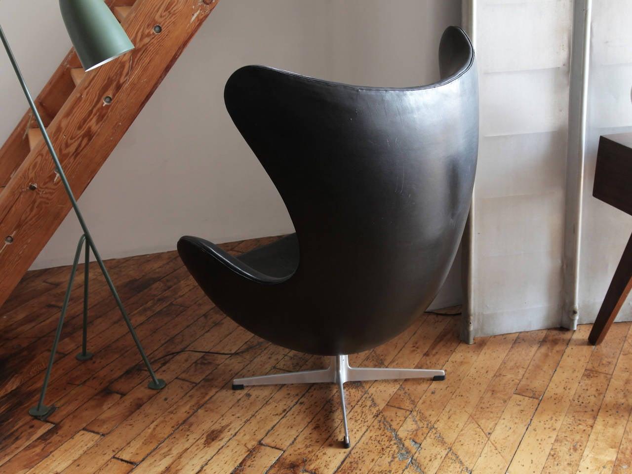Egg chair by arne jacobsen at 1stdibs for Arne jacobsen egg chair preiswert