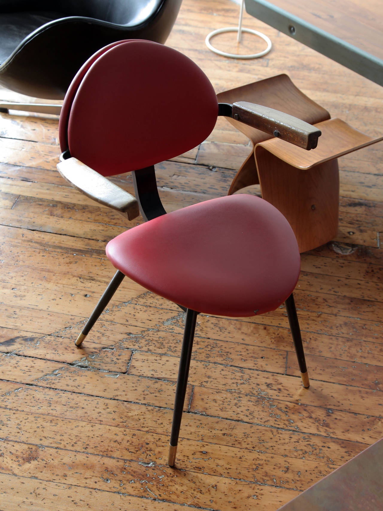 "Carlo Mollino ""Lutrario"" Armchair In Excellent Condition For Sale In Brooklyn, NY"