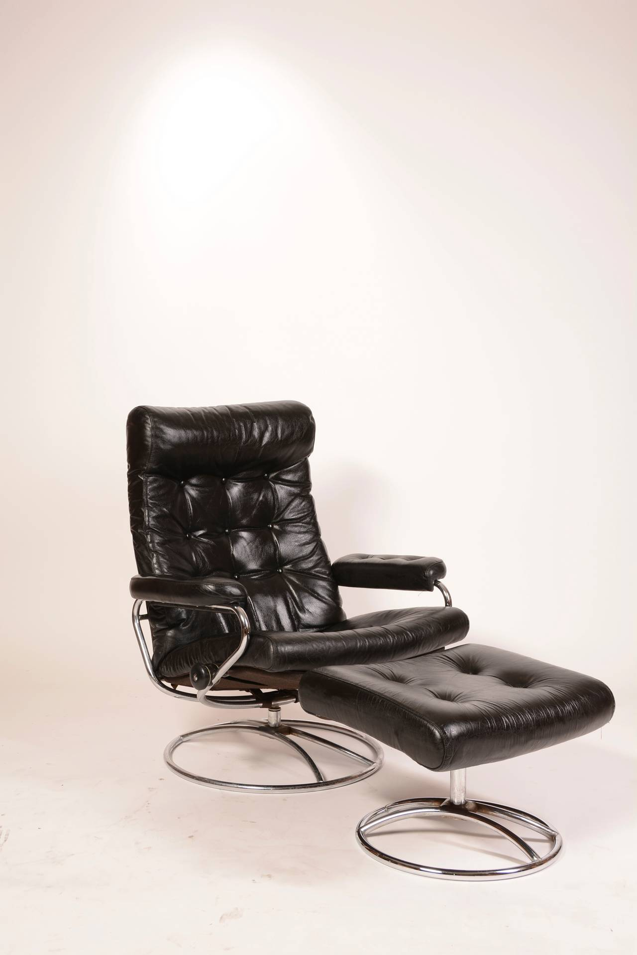 Reclining Stressless Lounge Chair And Ottoman By Ekornes