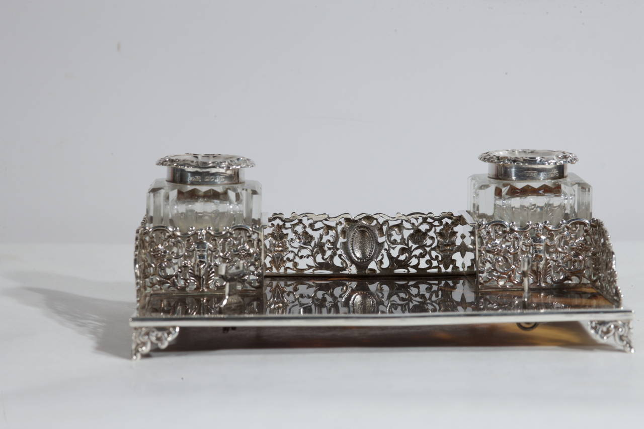 Silver and Tortoise Antique Victorian English Inkwell In Excellent Condition For Sale In Alessandria, Piemonte
