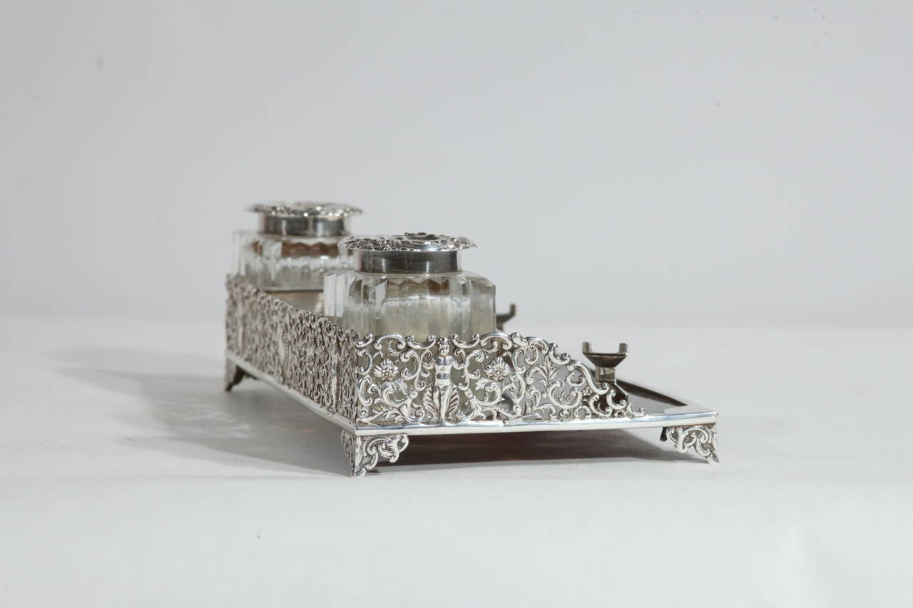 Very elegant and rare silver and tortoise Victorian inkwell: a wonderful piece for Your desk. Punched: London, 1884. A/2128.