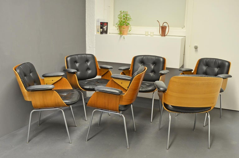 Desk chairs or conference chairs D48, Tecta. D48 chairs or armchairs by Hans Könecke / Hans Koenecke, 1960s. 4-legged, chrome-plated tubular steel frame and oak seat shell with black leather cushions.