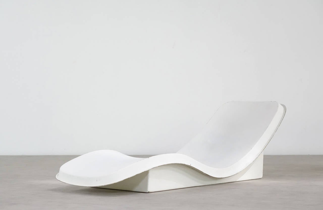 Charles zublena chaise longue 1970 edition les plastiques for Chaise longue plastique