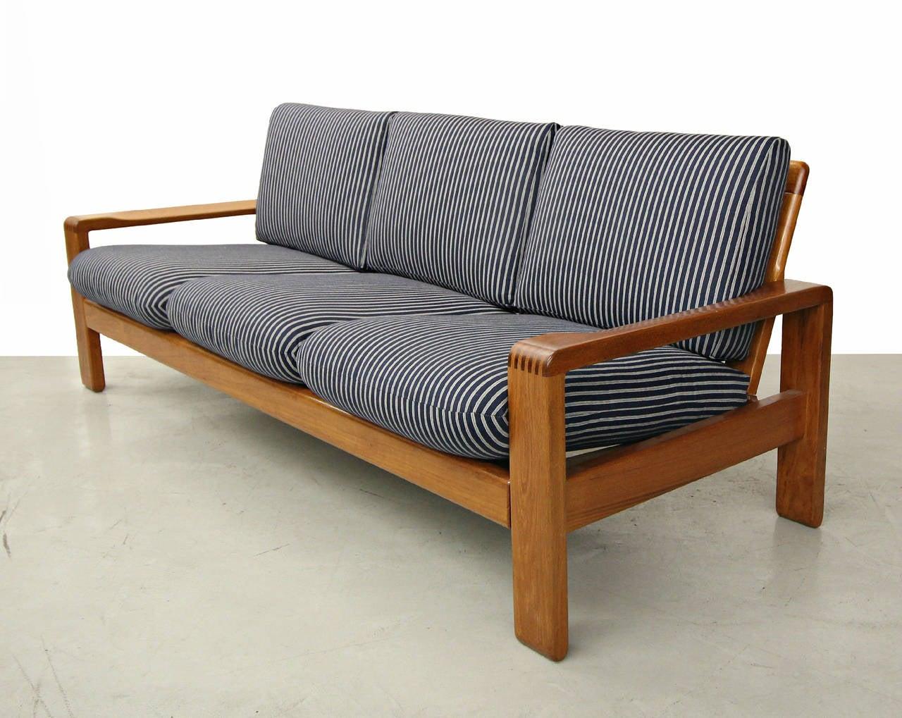 Solid danish teak slat back sofa by hw klein for bramin for Sofa u form klein