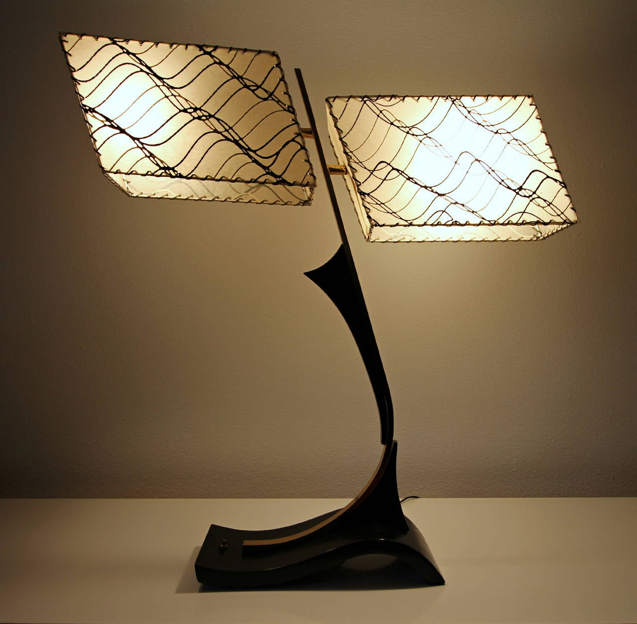midcentury dual shade majestic table lamp for sale at 1stdibs. Black Bedroom Furniture Sets. Home Design Ideas