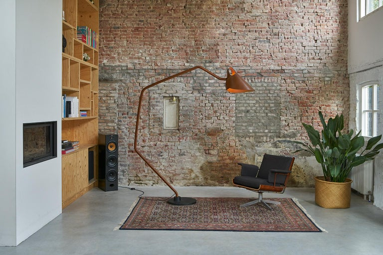 Modern Jacco Maris Mrs. Q Floor Lamp in Full Leather & Natural Shade - 1stdibs New York For Sale