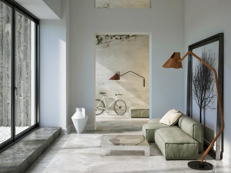 Dutch Jacco Maris Mrs. Q Floor Lamp in Full Leather & Natural Shade - 1stdibs New York For Sale