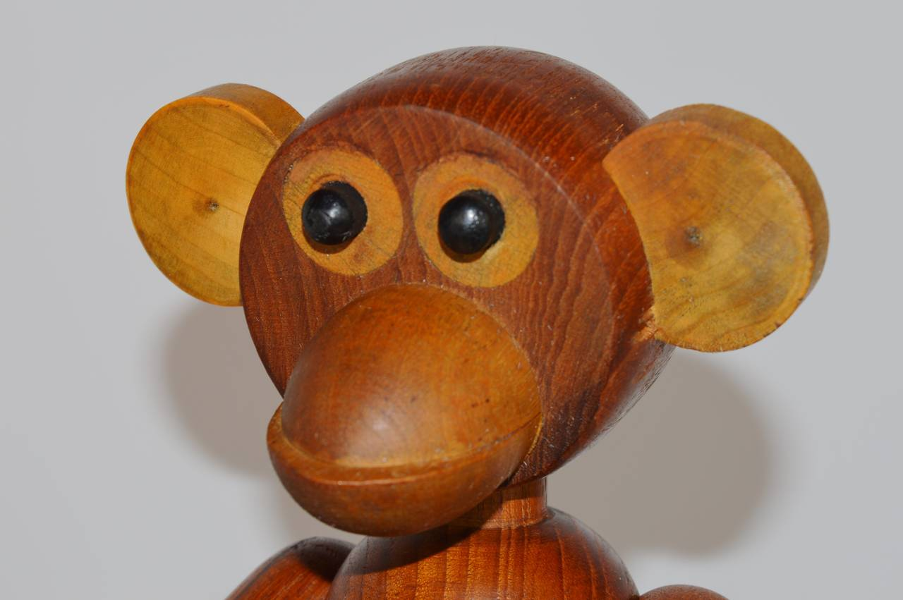 Danish Pair of Vintage Articulated Monkeys in Teak and Other Woods For Sale