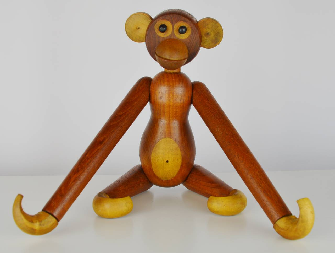 Scandinavian Modern Pair of Vintage Articulated Monkeys in Teak and Other Woods For Sale