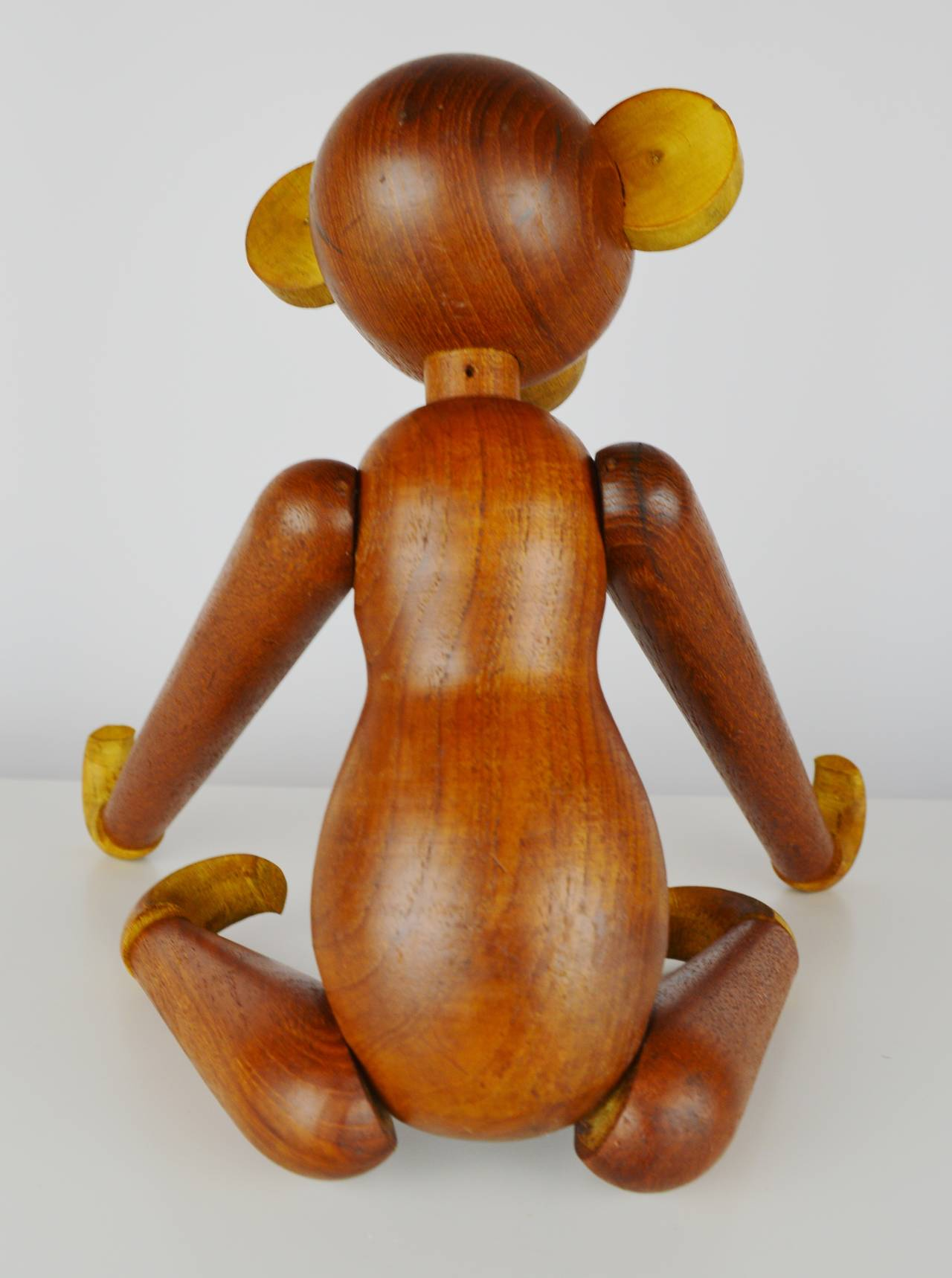 Pair of Vintage Articulated Monkeys in Teak and Other Woods In Good Condition For Sale In New Westminster, British Columbia