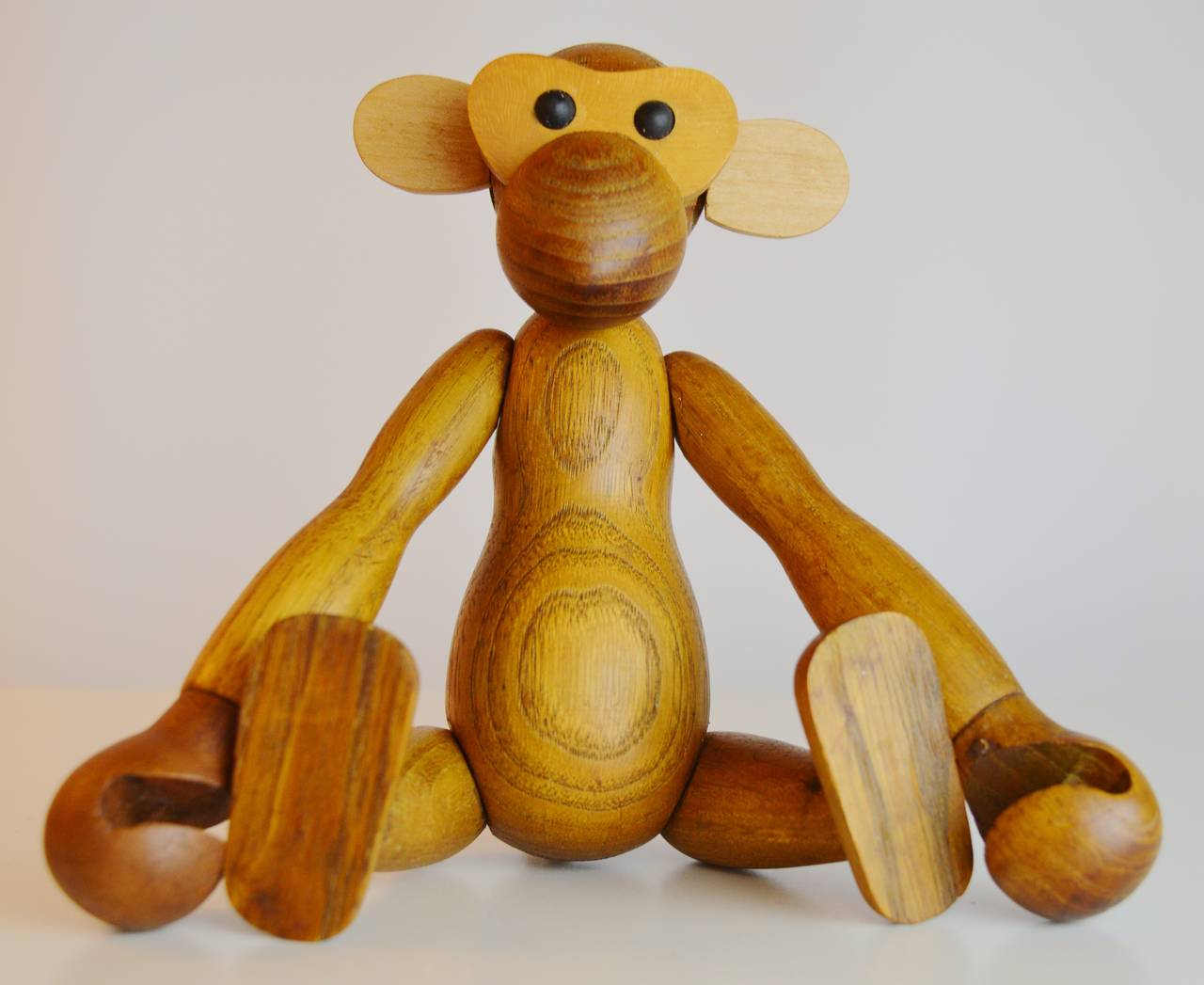 Pair of Vintage Articulated Monkeys in Teak and Other Woods For Sale 1