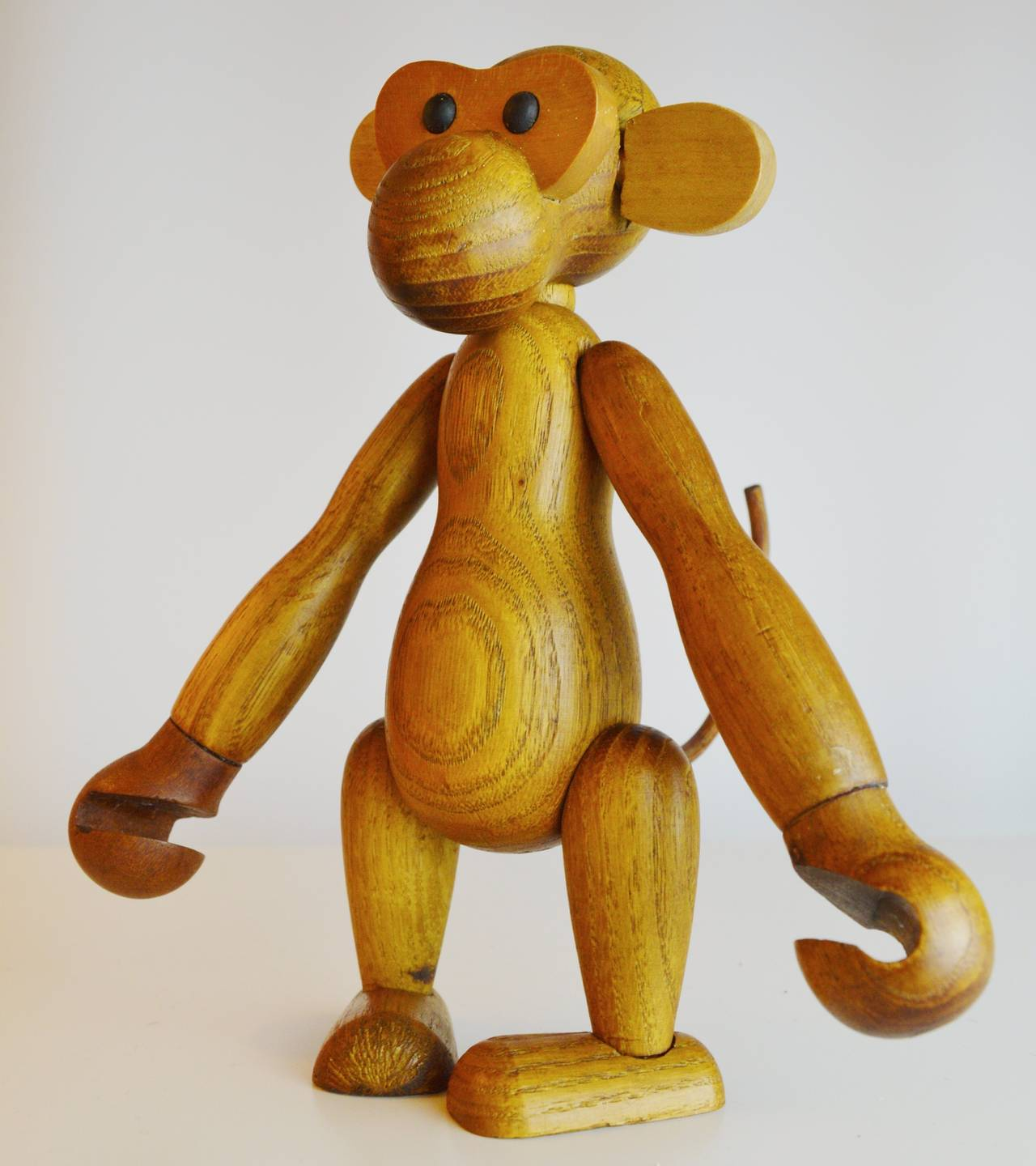 Pair of Vintage Articulated Monkeys in Teak and Other Woods For Sale 2