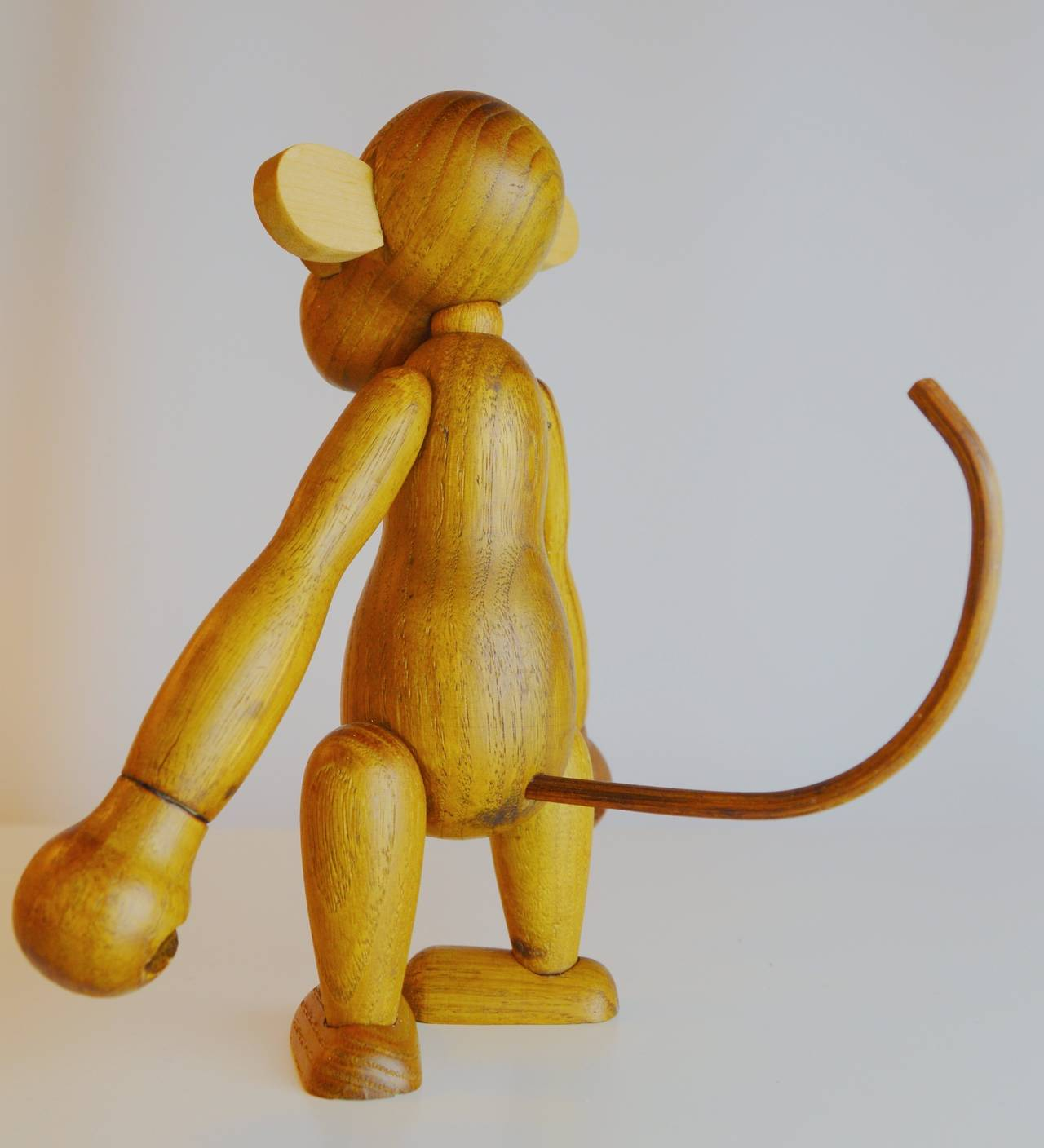 Pair of Vintage Articulated Monkeys in Teak and Other Woods For Sale 3