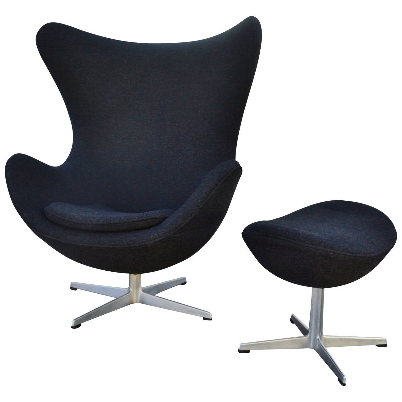 Iconic arne jacobsen for fritz hansen egg chair and Iconic chair and ottoman