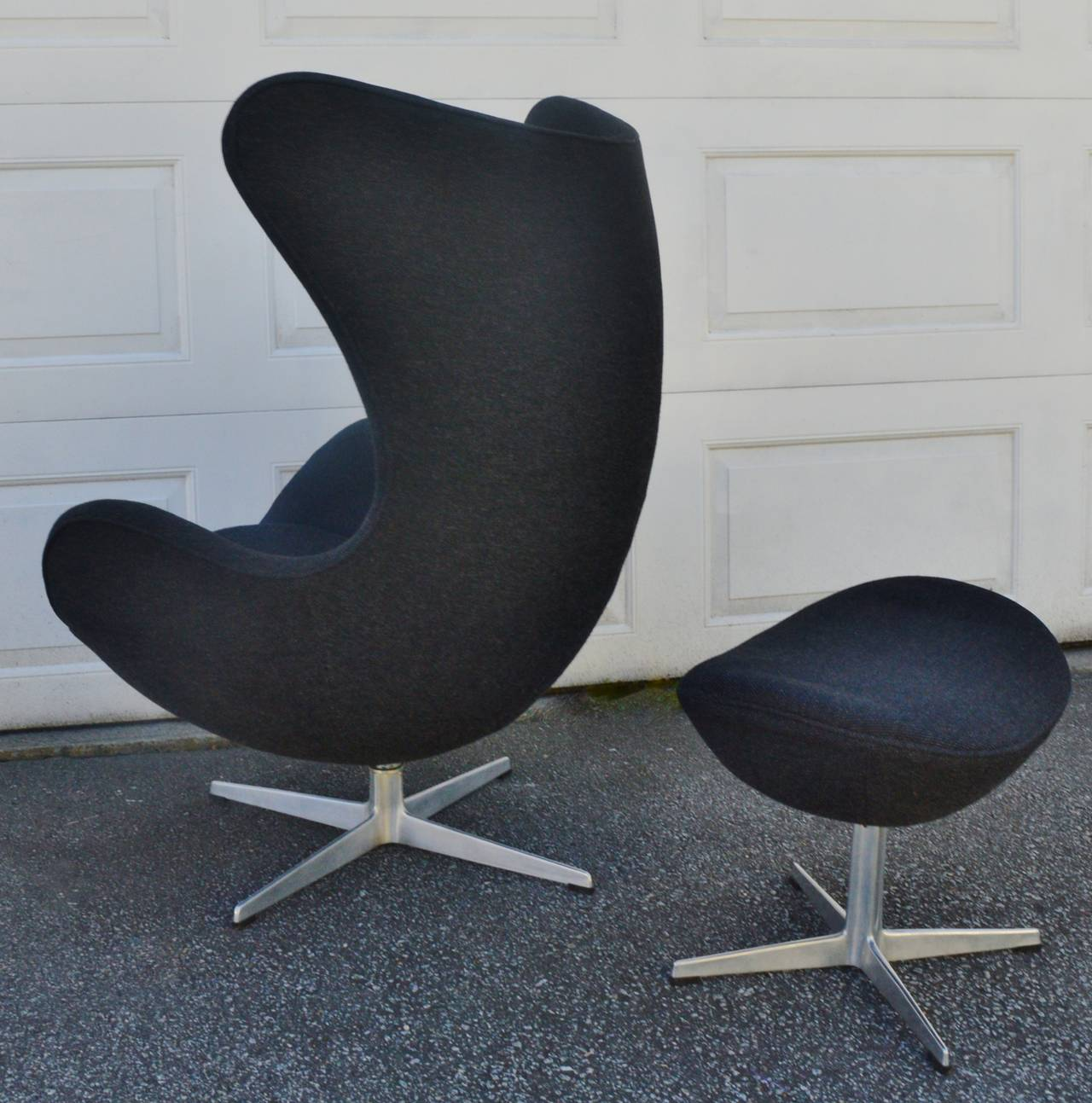iconic arne jacobsen for fritz hansen egg chair and ottoman at 1stdibs. Black Bedroom Furniture Sets. Home Design Ideas