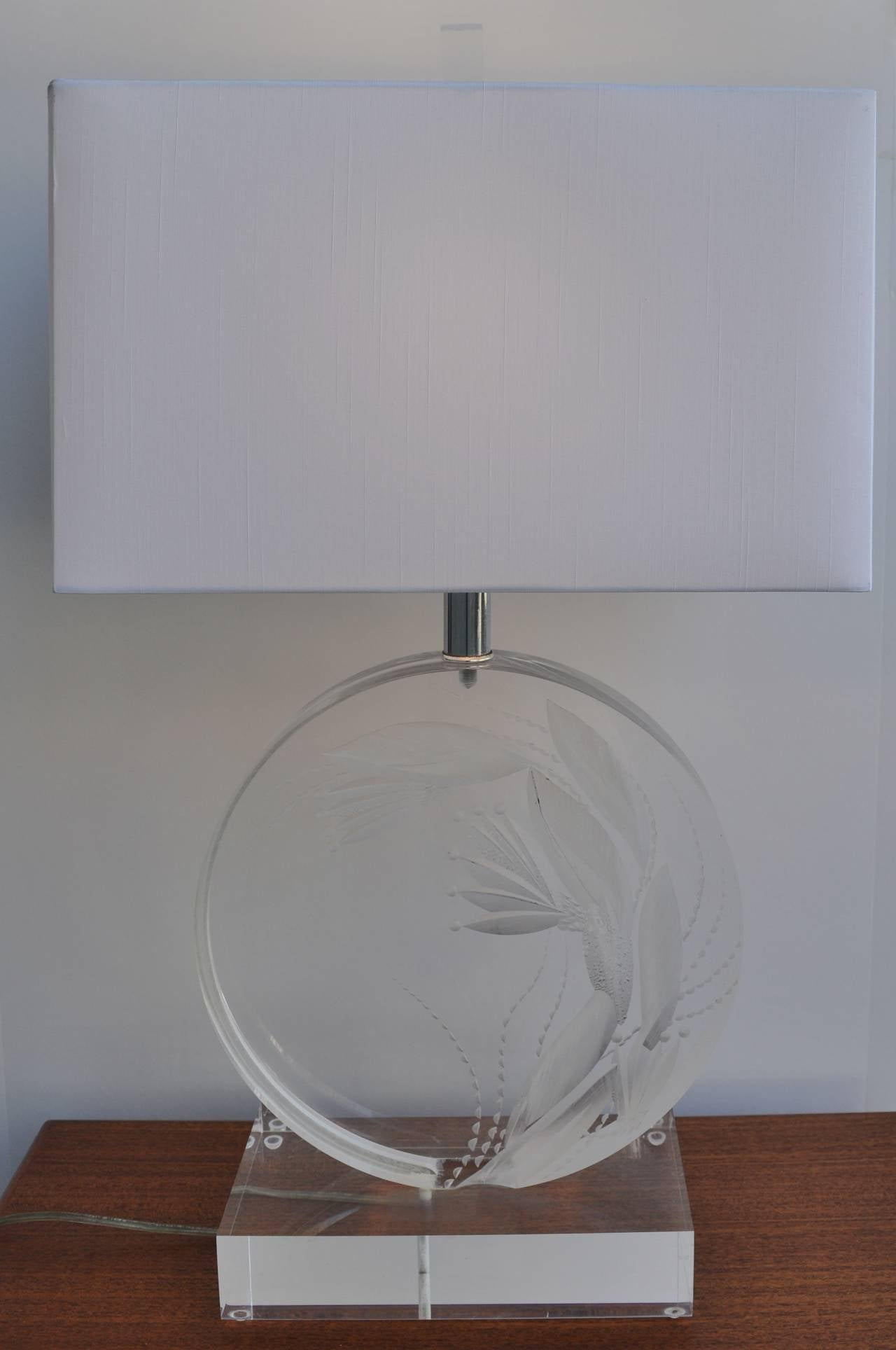 Modernist And Rare Etched Lucite Lamp By Marlee For Sale