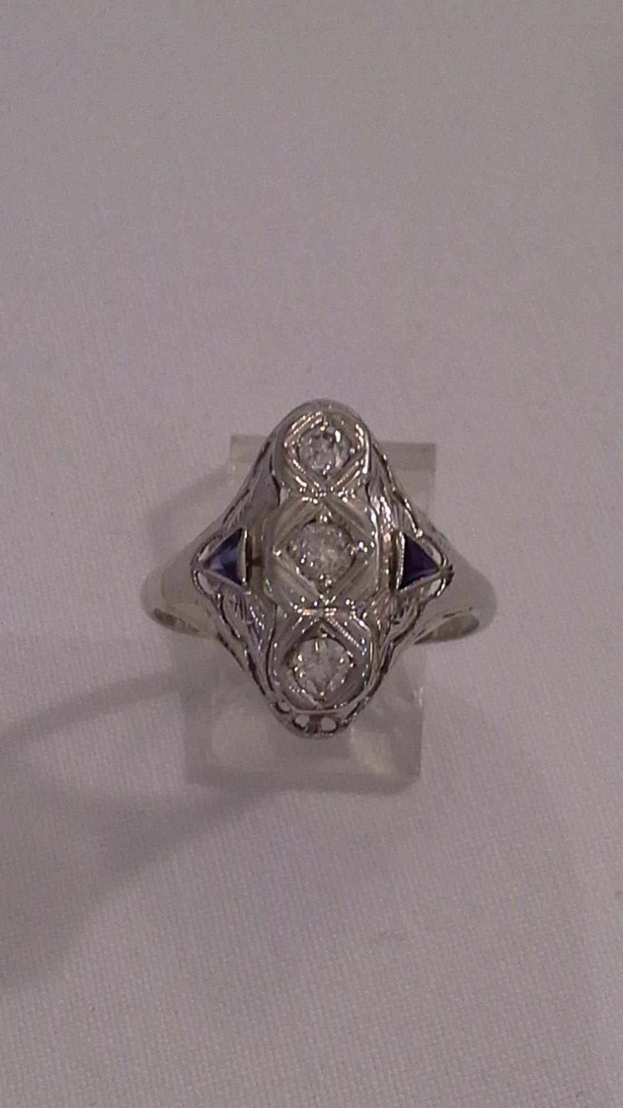 20th Century Art Deco Diamond and Sapphire Ring Set in 18k White Gold For Sale