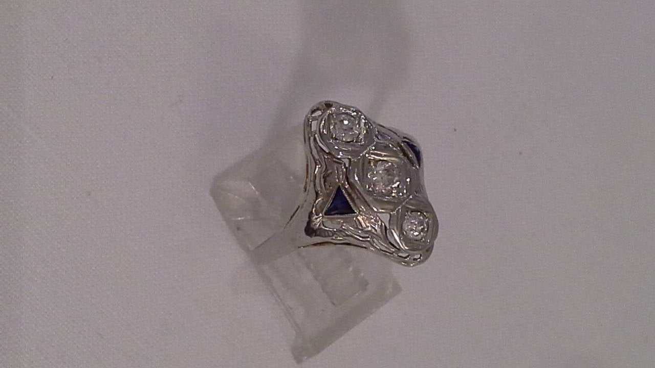 Art Deco Diamond and Sapphire Ring Set in 18k White Gold For Sale 1