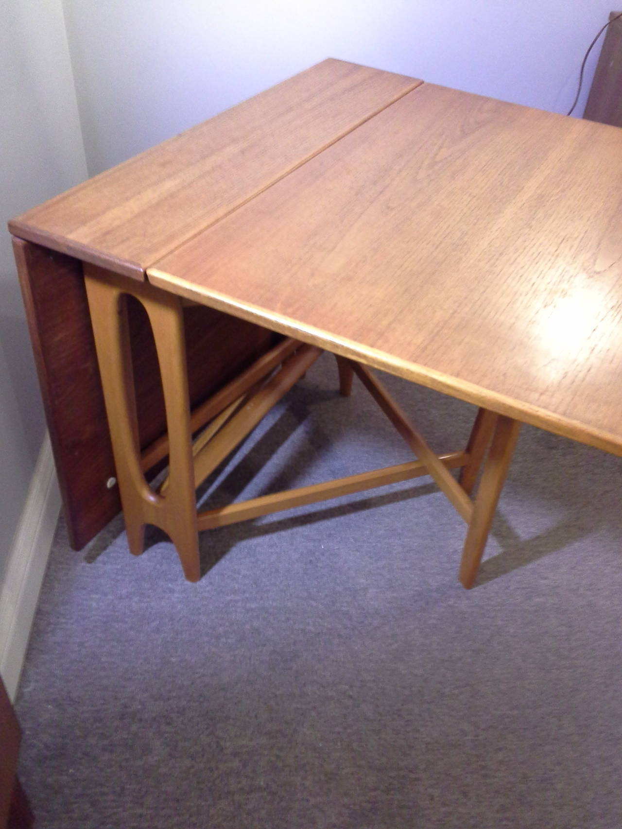 Teak Mid-Century Modern Bruno Mathsson Style  Drop Leaf Dining Table, The table is made and marked Made in Norway, Nice Design & Style, The table measures 29