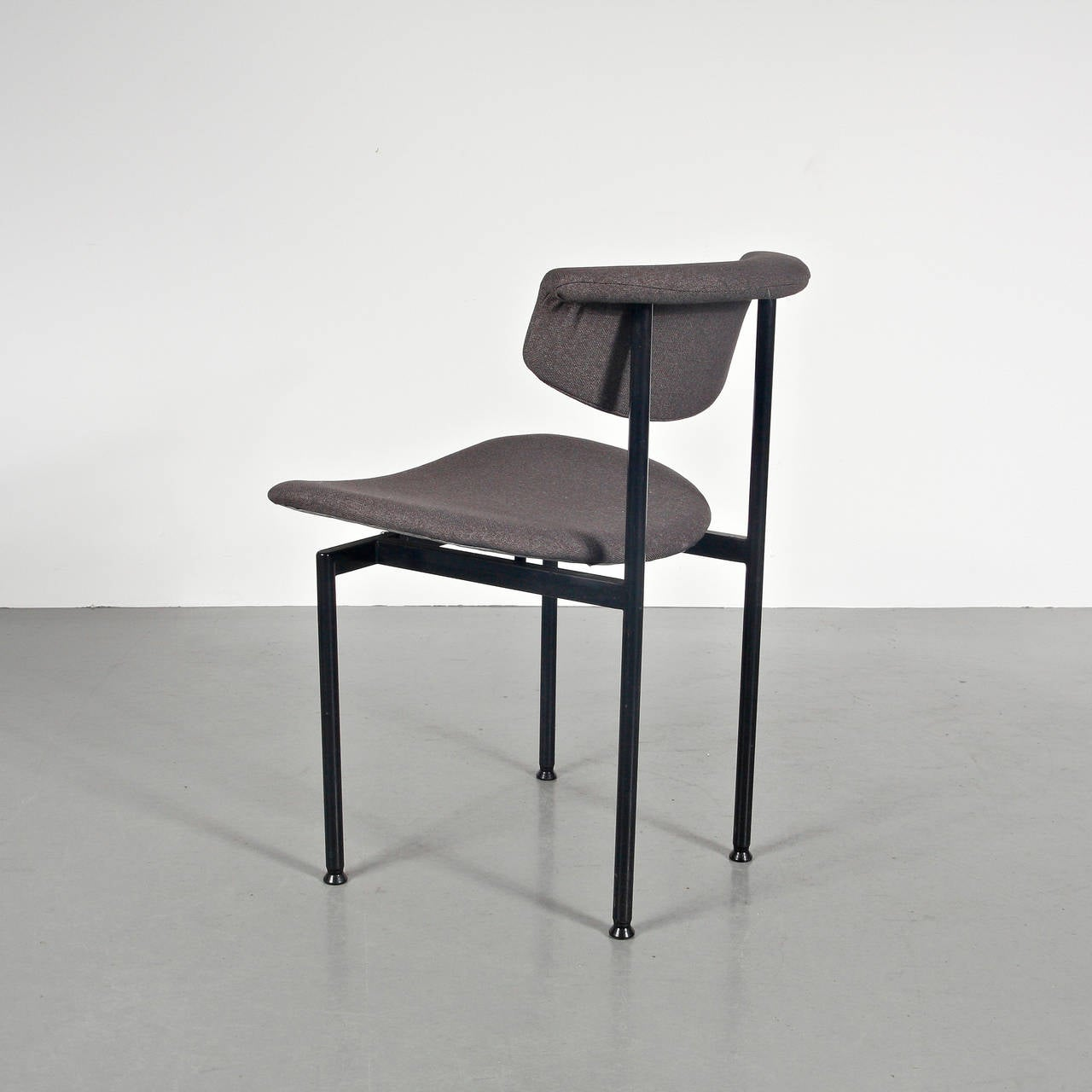Set of 8 dining chairs, model alpha from the Meander Serie, designed by Rudolf Wolf. Manufactured by Meandre (Netherlands), circa 1960. Steel structure, deep foam seat and backrest with refined new upholstery.   Color of upholstery can be