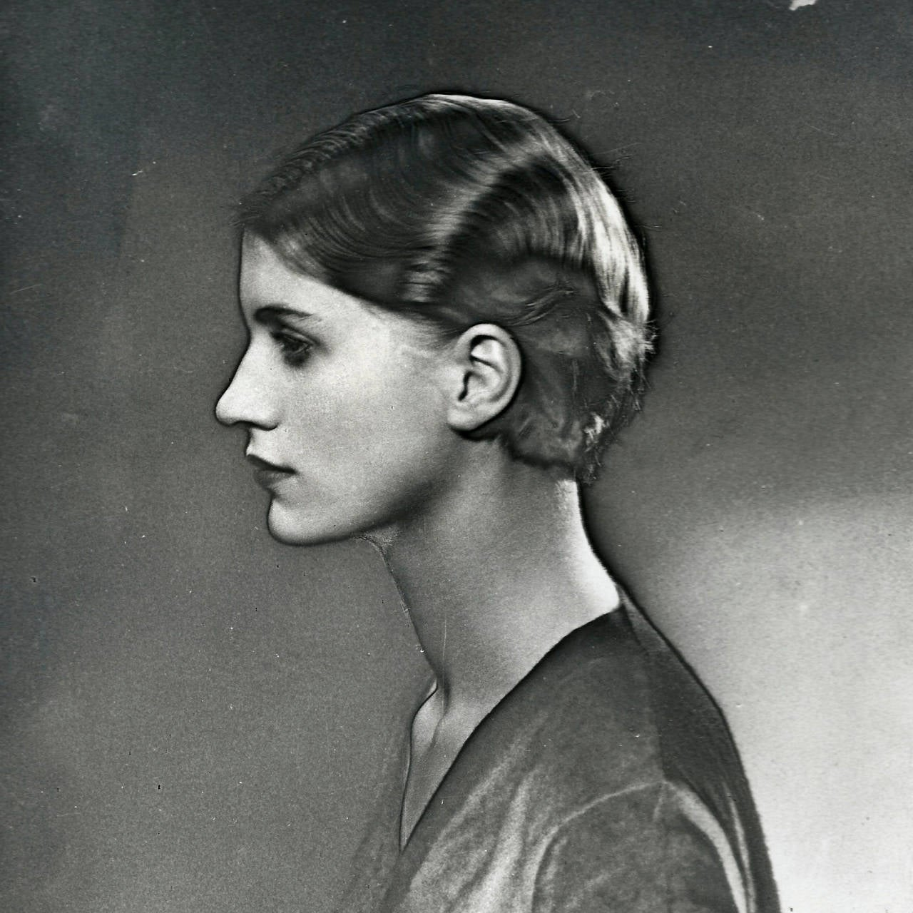Man Ray Photography of Lee Miller For Sale at 1stdibs: https://www.1stdibs.com/furniture/wall-decorations/photography/man...