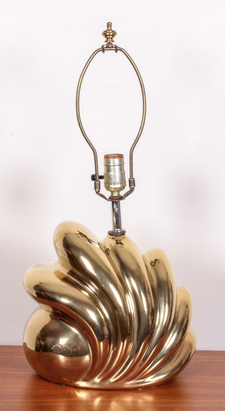 Pair of Decorative Gold Luster Shell Lamps In Excellent Condition For Sale In New York, NY
